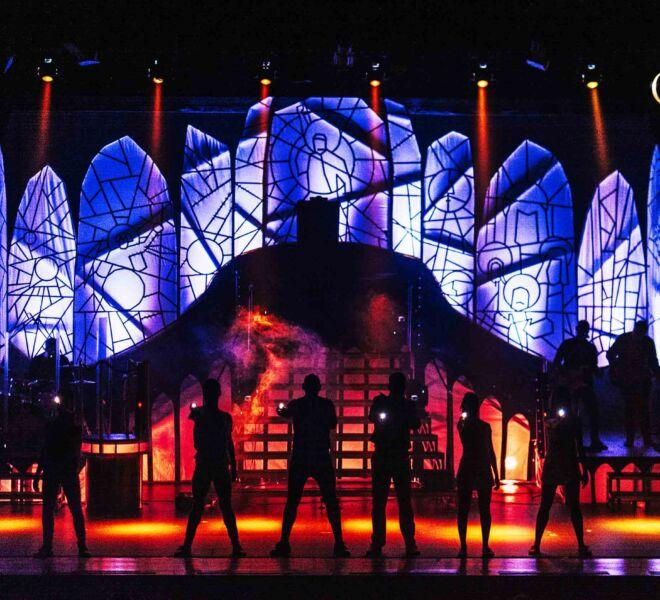 x luces Freddie